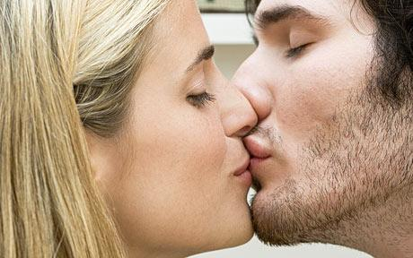 A Passionate Kiss Works Wonders To Impress Good Looking Girls